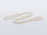 Dlouhý náhrdelník bílé říční perly 4-5mm