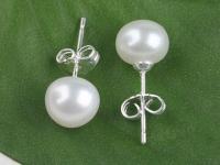 Propichovací náušnice bílá říční perla 8-8,5 mm