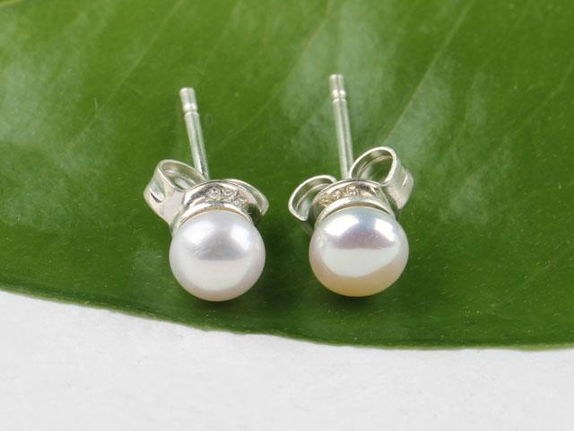 Propichovací náušnice bílá říční perla 3,5-4 mm