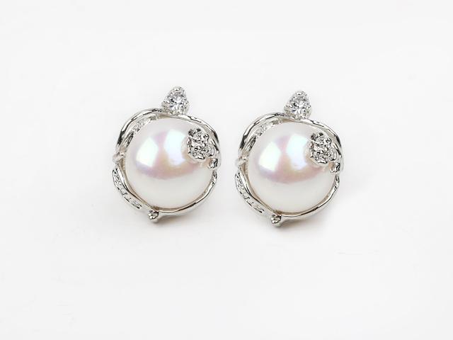 Náušnice bílá říční perla 11-12 mm s květinovým vzorem
