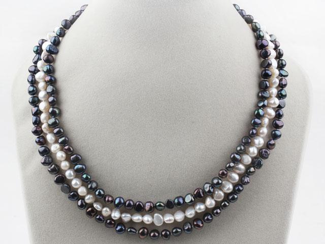 Trojřadý náhrdelník černé a bílé říční perly