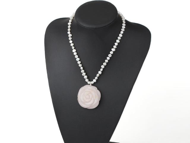 Náhrdelník perly a přívěsek růženín ve tvaru velké růže