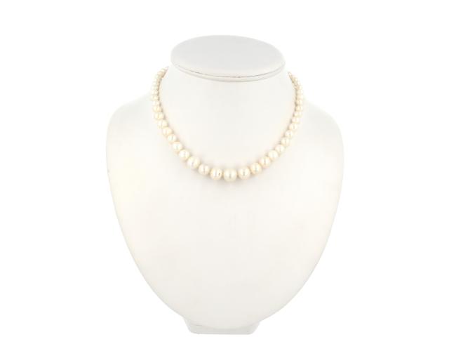 Náhrdelník bílé říční perly s pozlacenou sponou