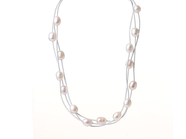 Náhrdelník bílé říční perly na bílé kožené šňůrce