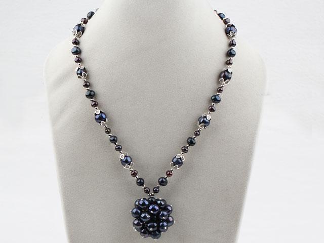 Náhrdelník černé říční perly a přívěsek z perel