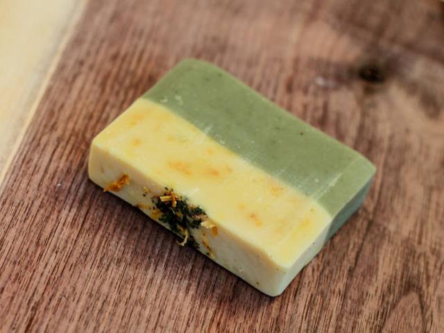 Bylinkové mýdlo s čajovníkovým olejem